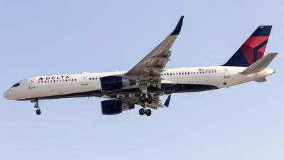 A picture of N549US - Boeing 757251 - Delta Air Lines - © Felipe Garcia
