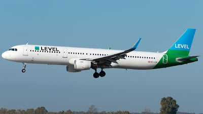OE-LCN - Airbus A321-211 - Level (Anisec)
