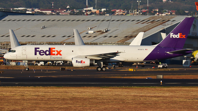 A picture of N926FD - Boeing 7572S7(SF) - FedEx - © Kenneth Mora Flores