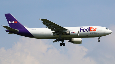 A picture of N653FE - Airbus A300F4605R - FedEx - © R-H Chen