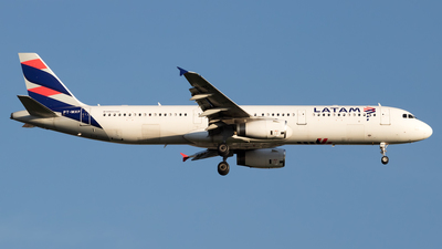 A picture of PTMXF - Airbus A321231 - LATAM Airlines - © Antonio Carlos Carvalho Jr.