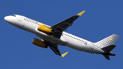 EC-LZM - Airbus A320-232 - Vueling Airlines