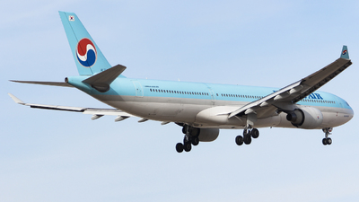 A picture of HL7586 - Airbus A330323 - Korean Air - © ZBAA_ZhangYifu