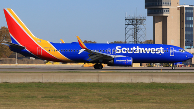 A picture of N8672F - Boeing 7378H4 - Southwest Airlines - © Alec Mollenhauer