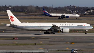 A picture of B7869 - Boeing 77739L(ER) - Air China - © JinZi