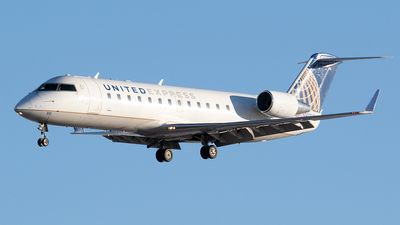A picture of N910SW - Mitsubishi CRJ200LR - United Airlines - © Paul Nitychoruk