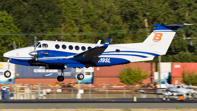 A picture of N119SL - Beech 300 Super King Air 350 - [FL8] - © SpotterPowwwiii