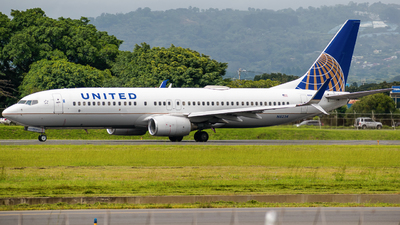 A picture of N16234 - Boeing 737824 - United Airlines - © Alfredo La Red