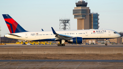 A picture of N667DN - Boeing 757232 - Delta Air Lines - © Twin Cities Spotter