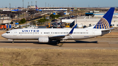 A picture of N14235 - Boeing 737824 - United Airlines - © Devon McCune