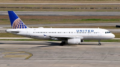 A picture of N467UA - Airbus A320232 - United Airlines - © Rocky Wang
