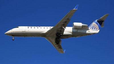 A picture of N965SW - Mitsubishi CRJ200LR - United Airlines - © Jonathan Kang