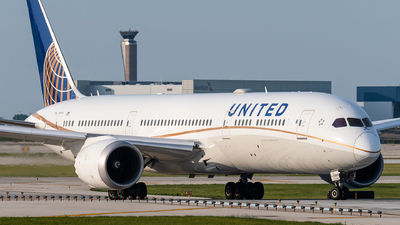 A picture of N15969 - Boeing 7879 Dreamliner - United Airlines - © bill wang