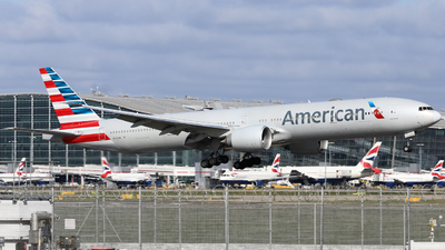 A picture of N724AN - Boeing 777323(ER) - American Airlines - © subing27