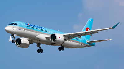 A picture of HL8092 - Airbus A220300 - Korean Air - © YunHyeokChoi