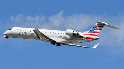 A picture of N726SK - Mitsubishi CRJ701ER - American Airlines - © Brady Noble