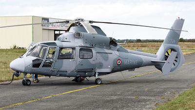 724 - Eurocopter AS 365N3 Dauphin - France - Navy