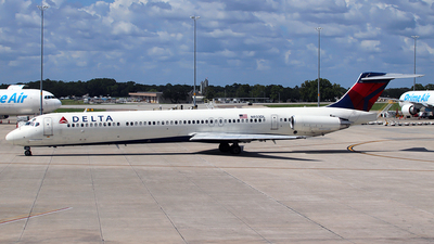 A picture of N933DL - McDonnell Douglas MD88 - [49720] - © n94504
