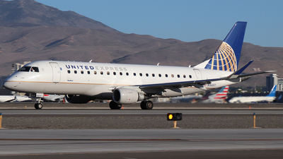 A picture of N166SY - Embraer E175LR - United Airlines - © Nate Morin