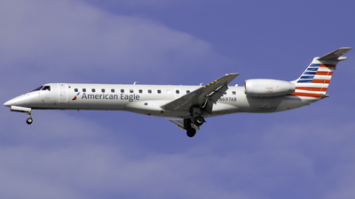 A picture of N697AB - Embraer ERJ145LR - American Airlines - © Andrew Seong