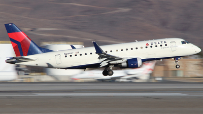 A picture of N294SY - Embraer E175LR - Delta Air Lines - © Nate Morin