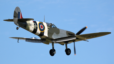 AB910 - Supermarine Spitfire Mk.VB - United Kingdom - Battle of Britain Memorial Flight (BBMF)