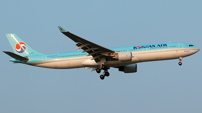 A picture of HL8001 - Airbus A330323 - Korean Air - © Twilight