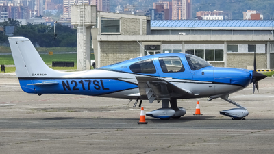 A picture of N217SL - Cirrus SR22 - [4539] - © Pablo Gaviria Angel
