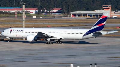 A picture of PTMUG - Boeing 77732W(ER) - LATAM Airlines - © Antonio Carlos Carvalho Jr.