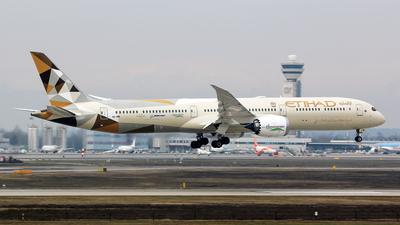 A picture of A6BMI - Boeing 78710 Dreamliner - Etihad Airways - © Simone Previdi