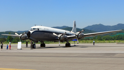 17661 - Douglas VC-118 Liftmaster - South Korea - Air Force