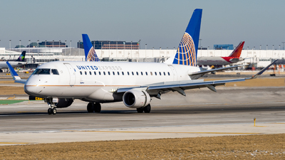 A picture of N167SY - Embraer E175LR - United Airlines - © Haocheng Fang