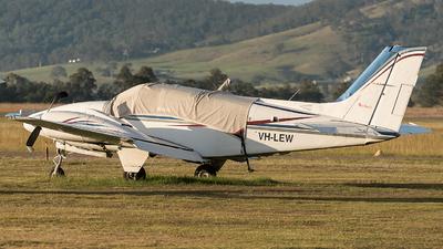 VH-LEW - Beechcraft 58 Baron - Private