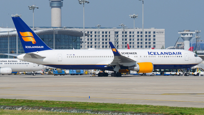 A picture of TFISP - Boeing 767319(ER) - Icelandair - © Xiwang