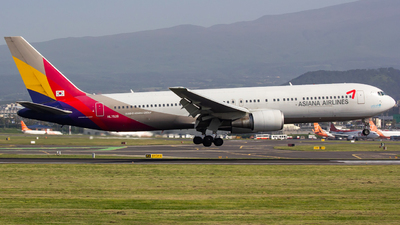 HL7528 - Boeing 767-38E - Asiana Airlines