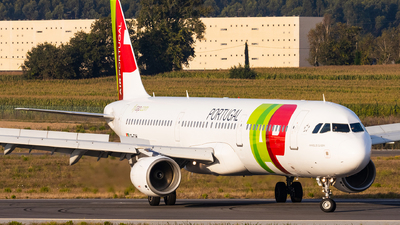 A picture of CSTJH - Airbus A321211 - TAP Air Portugal - © Carlos Miguel Seabra