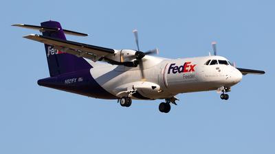 A picture of N921FX - ATR 42300(F) - FedEx - © HAOFENG YU