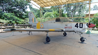 X3240 - Hindustan Aeronautics HPT-32 Deepak - India - Air Force