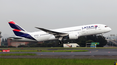 A picture of CCBBB - Boeing 7878 Dreamliner - LATAM Airlines - © Morris Biondi