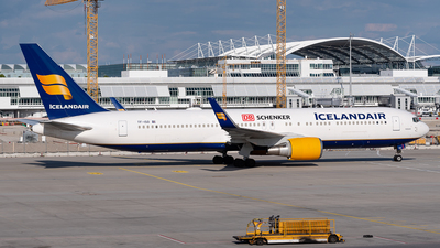 A picture of TFISO - Boeing 767319(ER) - Icelandair - © Christian Hartan