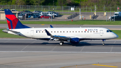 A picture of N252SY - Embraer E175LR - Delta Air Lines - © Steve Rinde