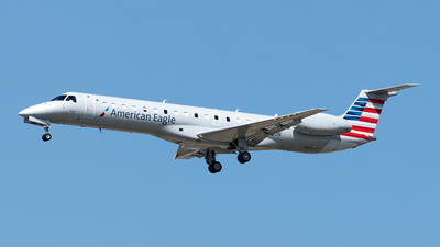 A picture of N933JN - Embraer ERJ145LR - American Airlines - © Yixin Chen