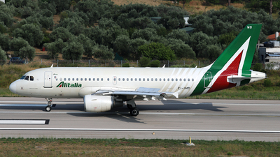 A picture of EIIMD - Airbus A319112 - Italia Trasporto Aereo - © Dave Potter