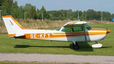 SE-KFY - Cessna 172N Skyhawk II - Private