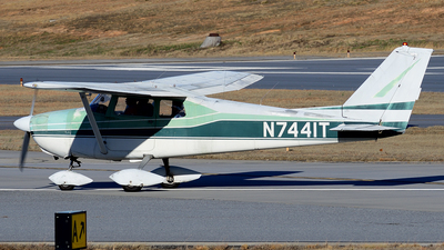 A picture of N7441T - Cessna 172A Skyhawk - [47041] - © Agustin Anaya