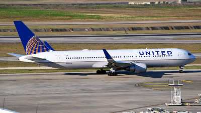 A picture of N655UA - Boeing 767322(ER) - United Airlines - © Rocky Wang
