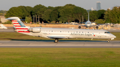 A picture of N705PS - Mitsubishi CRJ701ER - American Airlines - © Yan777