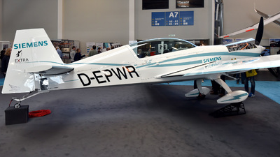 D-EPWR - Extra 330LE - Private
