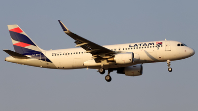 A picture of CCBFO - Airbus A320214 - LATAM Airlines - © Juan Manuel Temoche - SPJC Spotter