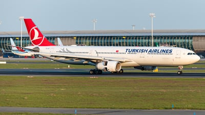 A picture of TCLOF - Airbus A330343 - Turkish Airlines - © J.Evrard-AirTeamImages
